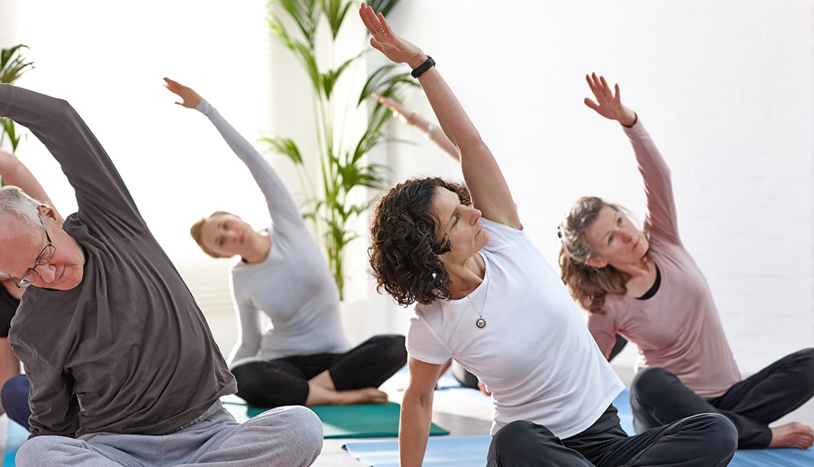 1140-yoga-poses-promo.imgcache.rev4a2c5377f659d594afd6c2eb2f3d3e39 (1)